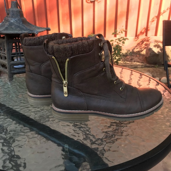 9506bd8ad2b Tommy Hilfiger lace up hiking boots 8.5
